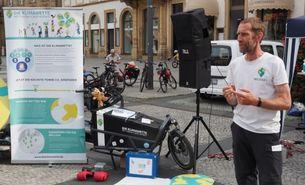 Dr. Michael Bilharz unterwegs mit dem Klimawette-Fahrrad