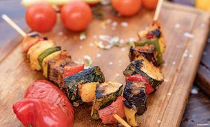 Gemüsespieße – eine leckere Alternative zu Fleisch auf dem Grill.