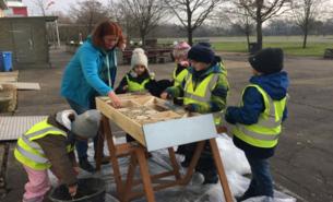 Bau einer Insektennisthilfe der Kindergruppe Nord. Fortsetzung folgt...
